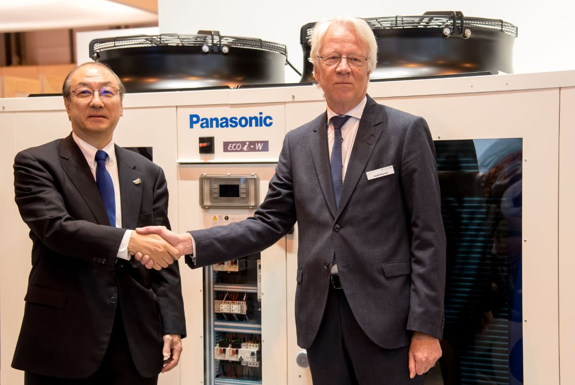 Pictured (left to right): Mr Toshiyuki Takagi, Executive Officer of Panasonic Corporation and President of Panasonic Air-Conditioner and Gerald Engström, Chairman and Founder of Systemair announcing the Strategic Partnership between both companies at Climatizacion 2019.
